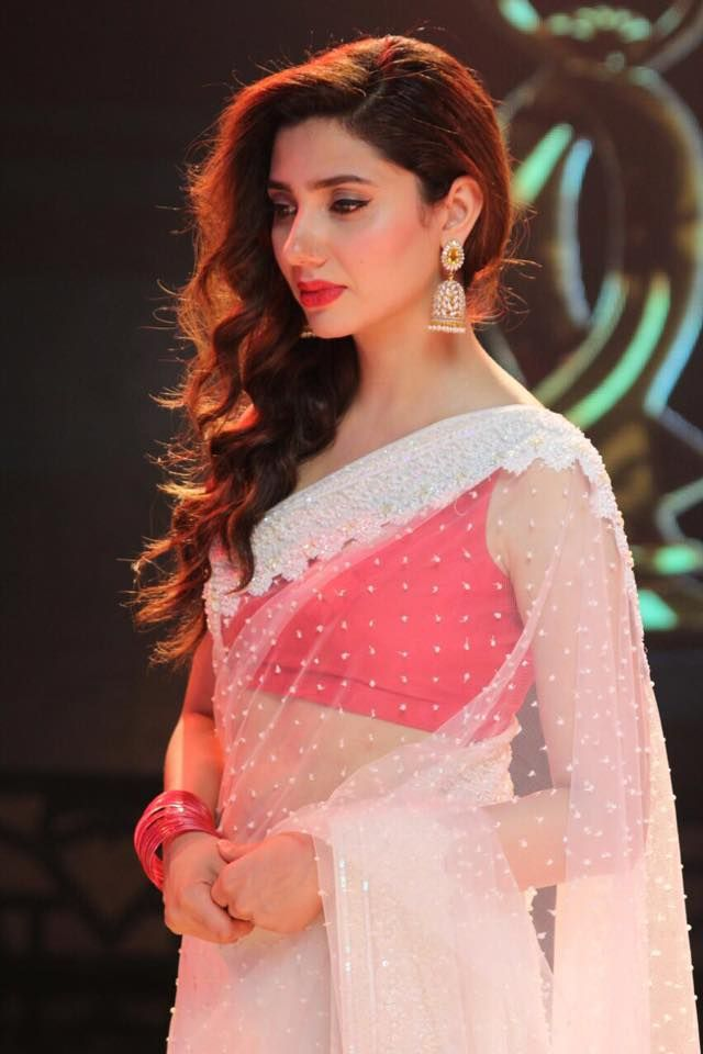 Mahira Khan (Saree)!!