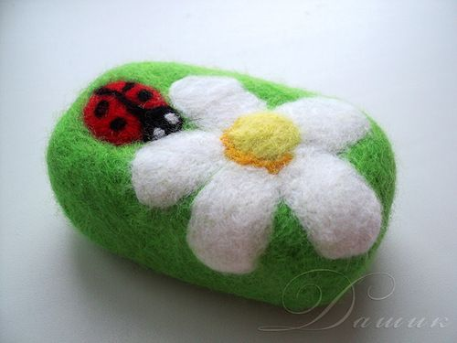 Tutorial - use the point of a compass to needle felt onto soap