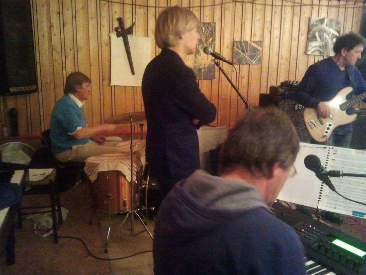 Addy van den Krommenacker repeteert met de band 2013