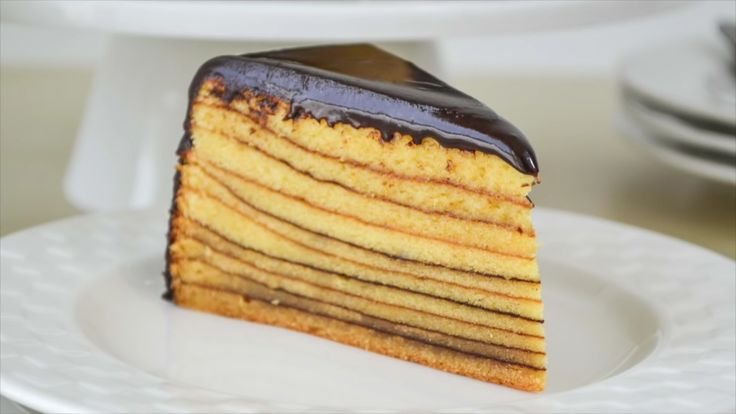 El Baumkuchen es una torta / postre tradicional alemana. También conocida como torta del árbol o torta rallada. Es muy sabrosa y por lo general se sirve a temperatura ambiente.