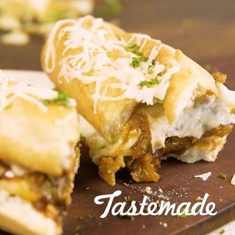 Sandwich de #Milanesa de Pollo Gratinado⠀ *Guarda esta receta en la app. Link en la bio*⠀ INGREDIENTES:⠀ 2 #supremas (cortadas mariposa)⠀ 2 cdas. de aceite oliva⠀ 1 cda. de #ajo en polvo⠀ 1 cda. de pimentón⠀ Pimienta y sal⠀ 1 cda. de orégano⠀ 1 #pan baguette largo y ancho⠀ 1 #papas fritas de paquete triturados⠀ C/n harina⠀ C/n huevos batidos⠀ 10 fetas de #queso tybo⠀ Para la Salsa:⠀ 1 cda. de manteca⠀ 1 #chile picado⠀ 2 cdas. de #miel⠀ 4 #cebollas de #verdeo picadas⠀ 4 cdas. de #barbacoa⠀ 1…