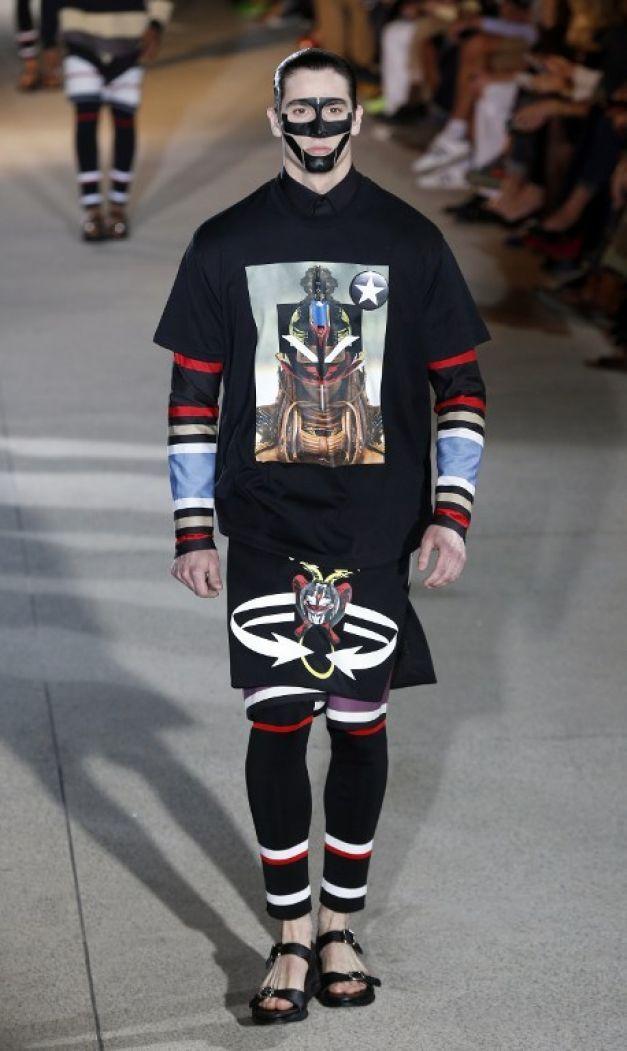 Stilul bărbatului-tocilar, în centrul atenţiei la Săptămâna Modei de la Paris