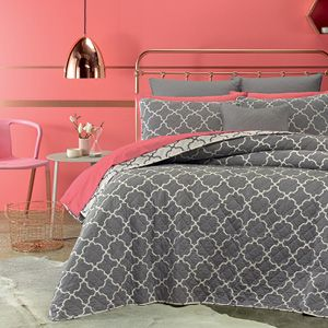 Houston is a quilted, cotton coverlet that is fully reversible and features a traditional tile pattern. Lightweight and cool, Houston is perfect for warm, summer nights.