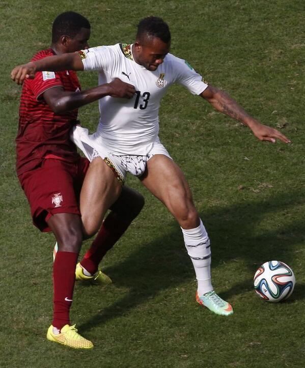Jordan Ayew déshabillé pendant Portugal-Ghana - http://www.actusports.fr/109004/jordan-ayew-deshabille-portugal-ghana/