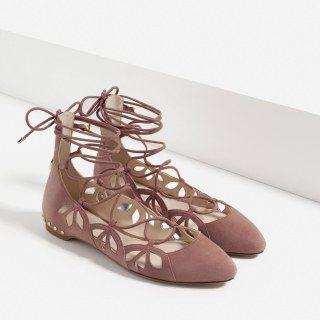 Lederballerinas zum Schnüren von Zara, 59,95 €