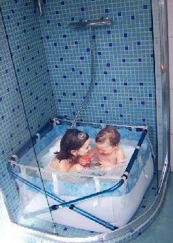 Clever solution for flats with shower only, Une baignoire pour enfants dans la douche avec Bibabain - Coup de pouce - My Little Kids