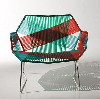 Silla para exteriores hecha con hilos de polímero termoplástico by Patricia Urquiola