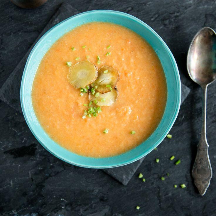 Pastinaken-Möhren-Suppe mit Pastinaken-Chips_featured