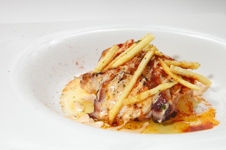 Bocado de pulpo a la plancha con alioli de pimentón  www.restaurantecasalucio.com
