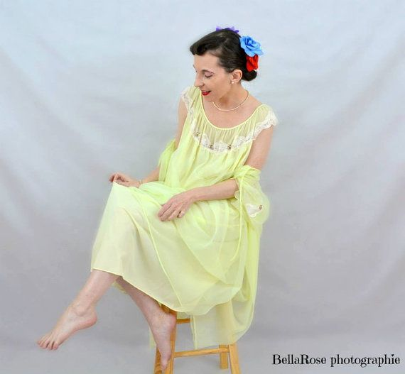 Verkoop Vintage vrouwen gele Chiffon Nylon/Lace door LoukiesWorld