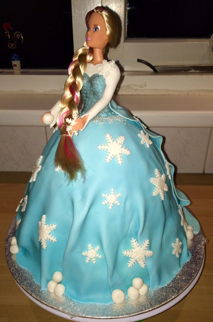Disney Elsa doll Frozen, made it for practice and it is a beauty..... Disney Elsa pop uit Frozen, gemaakt om te oefenen en het is redelijk gelukt....