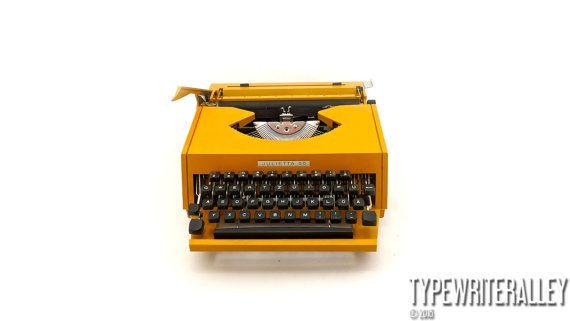 Italian mustard. JULIETTA 25 70s extremly rare, Julietta typewriter, vintage typewriter, portable typewriter, working typewriter.