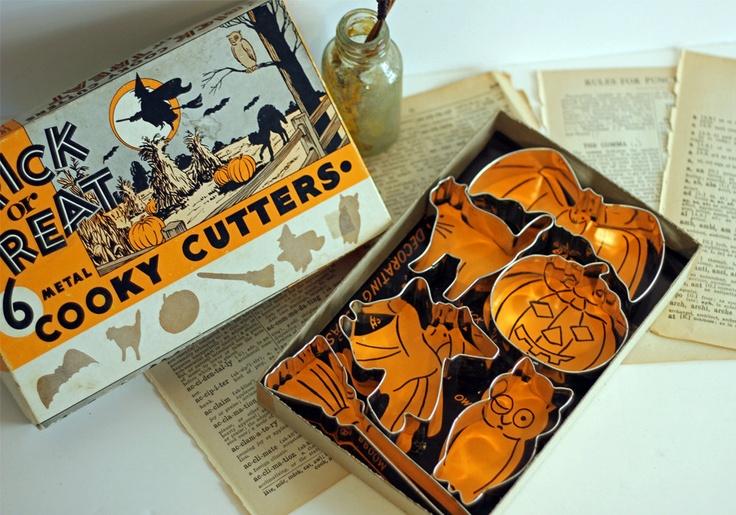 Vintage Halloween Mid-Century Cookie Cutters Set with Original Box