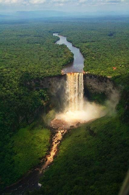 Les #chutes #Kaieteur vue du ciel ! #Guyane