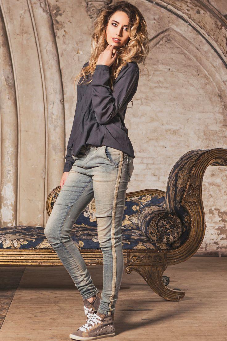 #Maryley glitter 5-pocket jeans met zijstreep #Trends #F16W17 #black #trendcolors #party #feest #bruiloft #verjaardag #feestdagen #kerst #oudopnieuw #NewYearsEve #Xmass #glitter #glamour