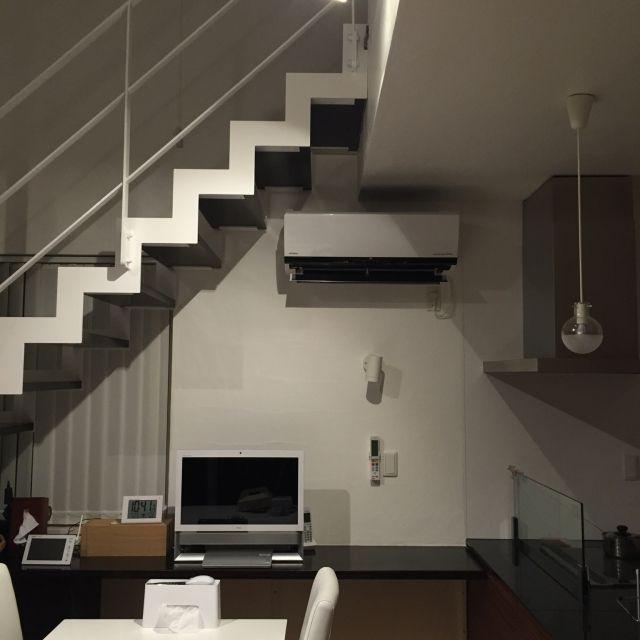 sakuayuさんの、棚,吹抜け,シンプル,シンプルモダン,漆喰,注文住宅,スケルトン階段,鉄骨階段,のお部屋写真