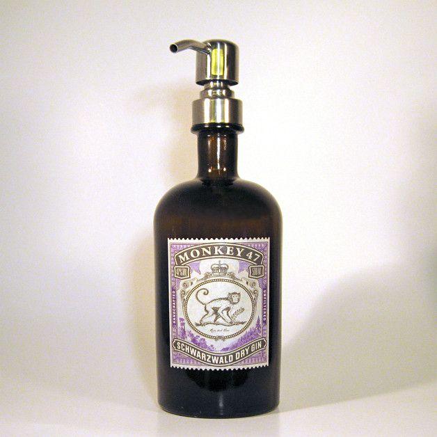 Bad-Accessoires - Seifenspender Monkey aus Gin Flasche 500 ml - ein Designerstück von schnaps-idee bei DaWanda