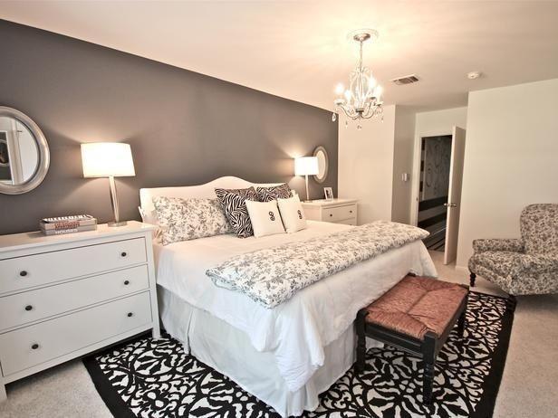 Camera+con+mobili+bianchi - Camera+da+letto+in+stile+americano+con+parete+grigia+e+mobili+bianchi.