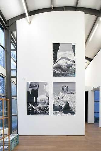 Barbara Visser, Le monde appartient à ceux qui ce lèvent tôt (detail, 2002-2006). © Jordi Huisman, Museum De Paviljoens