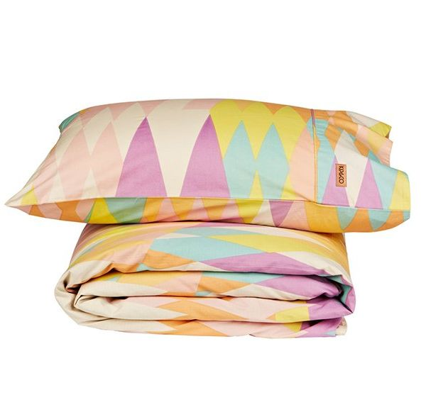 Set includes a single quilt cover (150cm x 215cm) and pillowcase  100% cotton, 300 thread count  Machine washable  Inspired in Melbourne, made in India