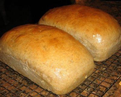 Afla cum se face painea de casa cu cartofi O reteta de paine preparata in casa este si cea imbogatita cu cartofi. Ingrediente:- 1 kg faina, - 400 g cartofi fierti, - 50 g drojdie, - 2 lingurite rase de sare, - 3 lingurite zahar, - 5 — 6 dl apa calda. Mod de preparare: Se fierb cartofii....