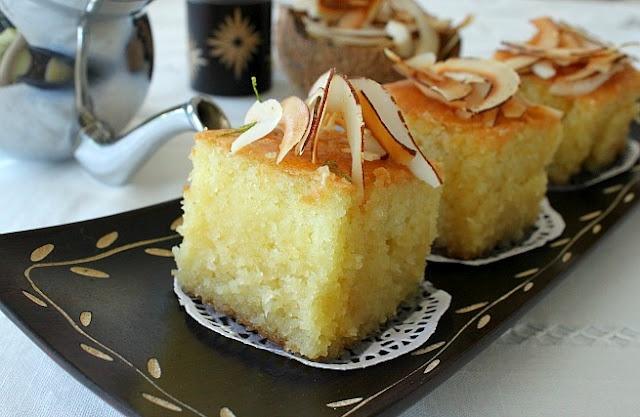 Bessboussa à la noix de Coco (Algerian cake with semoulina, cocnut and syrup)   Délices d'Orient: