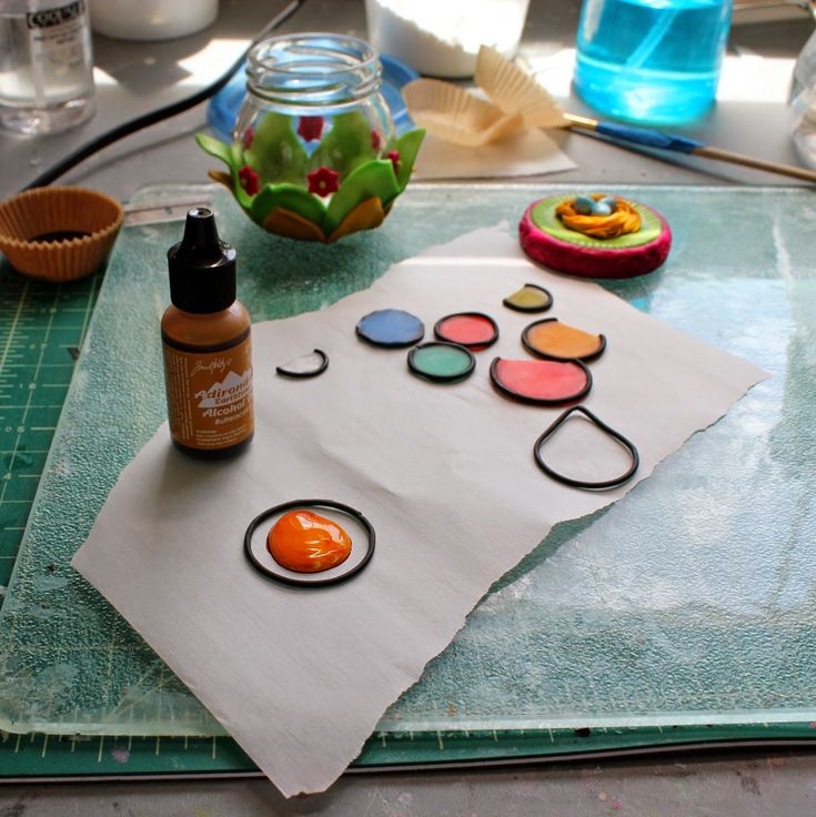"""Stained glass effect using liquid transparent clay. Nice boxes made with these """"stained glass"""" panels."""