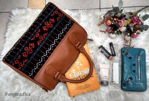 Angsa Dua Ikat Bag.   Lovely ikat bag, made from tenun maumere  mixed Italian cow leather