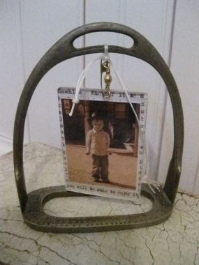 Love this photo frame idea for old stirrups!