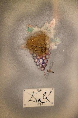 Однажды убедив себя в универсальности своего таланта,  Сальвадор Дали заставил поверить в это весь мир. Как ювелирный дизайнер он создал роскошную коллекцию из 37 изделий, обладающую неповторимым сюрреалистическим шармом.