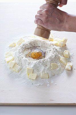 Tatin di scalogni con brisè al grana - Scuola di cucina - Donna Moderna