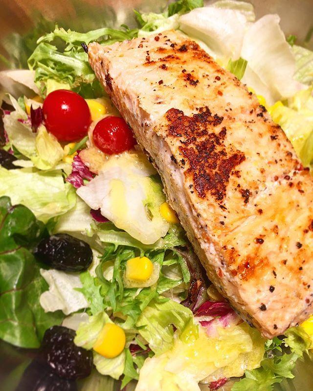 Haftada en az 3 kere balık🐟 tüketiyoruz değil mi💁🏼 _____________________________________________ #beslenme #diyetisyen #sagliklibeslenme #saglikliyasam #diyet #gercekdiyetisyen #kiloverme #zayiflama #nutrition #nutritionist #healthyliving #loseweigth #healthyeating #healthychoices #healthylifestyle #form #fit #calories #diyetteyim #diyetgunlugu #diyetkardesligi #diyetmotivasyon #yagyakimi #diet #diyetönerileri #f4f #fish #balık #somon #salad