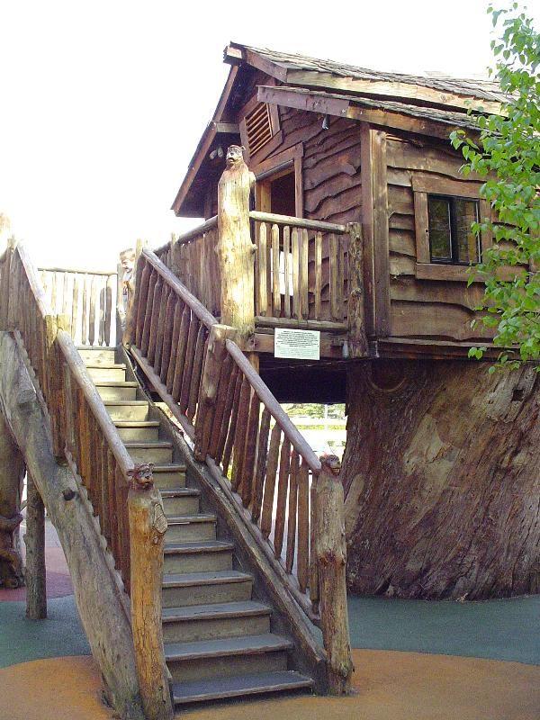 Woodburn Company Stores Treehouse - Treehouses on Waymarking.com