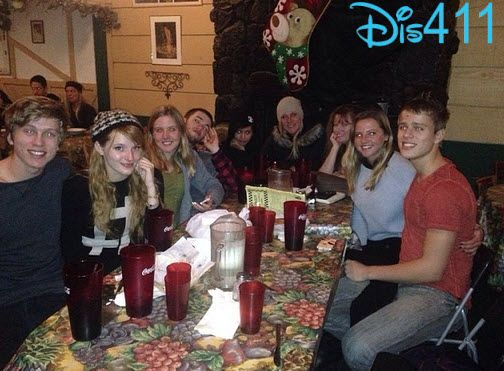 Photos  Bella Thorne With Her Friends And Family At Dinner December 30    Bella Thorne And Her Family