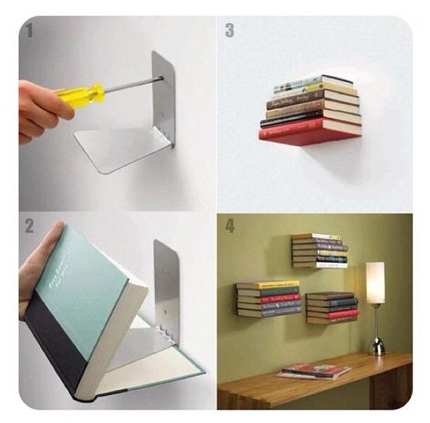 Praxis DIY | Maak een echte eyecatcher in je woonkamer door je boeken te laten zweven! Met een boekensteun, schroeven, lijm en een oud boek maak je 'm zo!