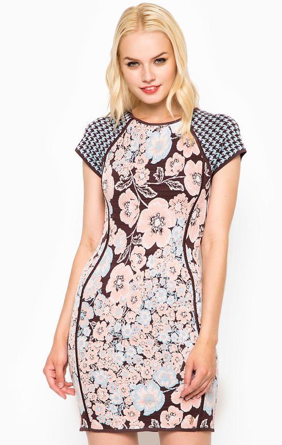 Разноцветное облегающее платье из вискозы WFSD53123/455 платье сверху на спине застегивается на молнию, длина для размера XS (42) - 89 см, купить в интернет-магазине. Цена: 20993
