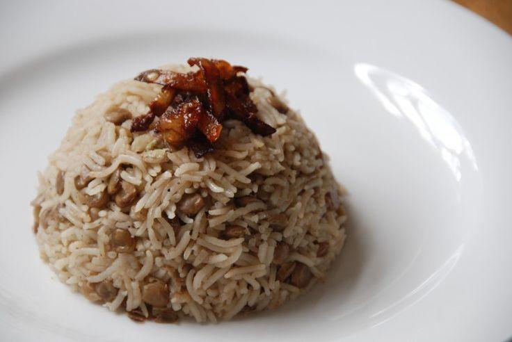 Cucina libanese: la mudardara, riso con lenticchie e cumino
