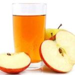 L'aceto di mele o aceto di sidro di mele per il pelo e i parasiti