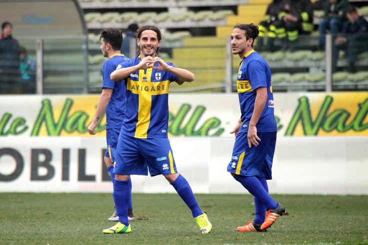 Daniele Melandri en pleine célébration de but, en le dédicaçant a ses fans #ParmaFC #Dedicace #FanEngagment #9ine @Parma