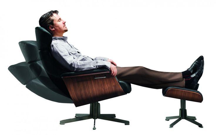 Fauteuil Time Out van het merk Conform uit Zweden - BakersZITmeubelen.nl  De fauteuil kan in verschillende uitvoeringen geleverd worden. Een vast model met houten frame, een vast model met metaal frame of een draaimodel met metaal poot.