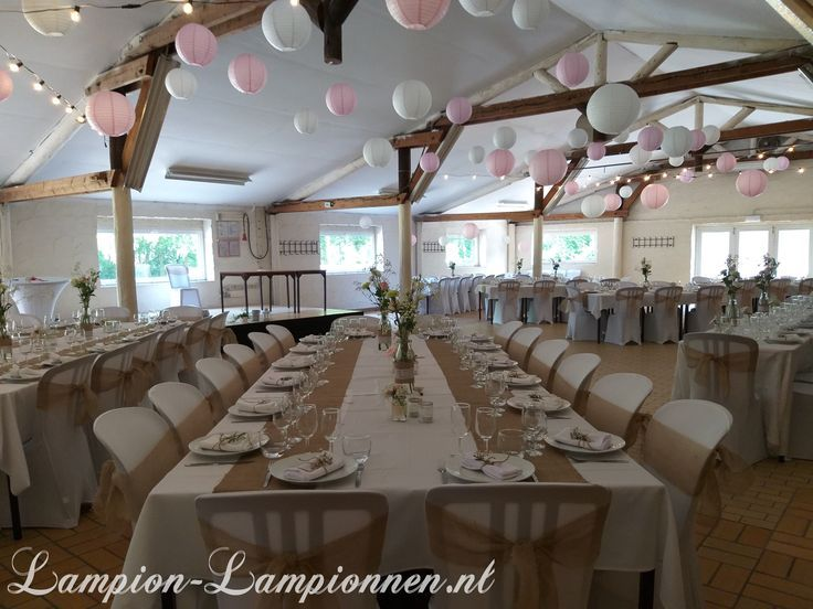Witte en roze lampionnen bij huwelijk , weiße pink Lampions, lanternes mariage …