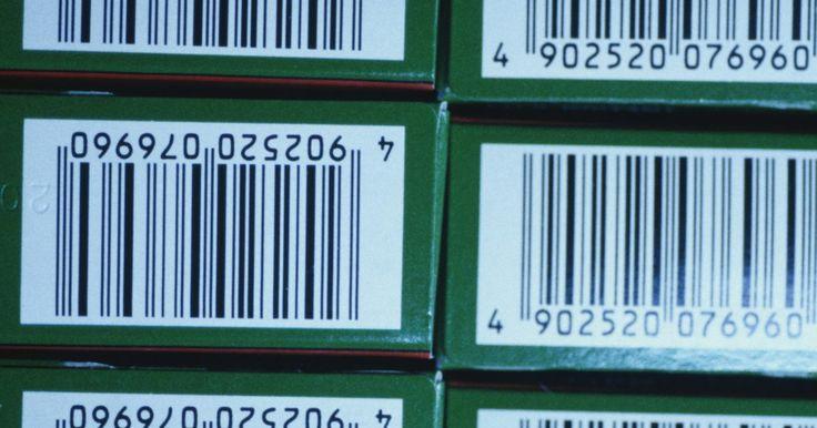 Cómo implementar un sistema de código de barras. Un código de barras es un símbolo legible por máquina que facilita el seguimiento, la manipulación, el almacenamiento y la contabilidad de los productos. Consiste en números de códigos de barras como los códigos UPC, los programas de generación de códigos, una impresora y un escáner de códigos de barra. Los Códigos Universales de Productos (UPC, ...