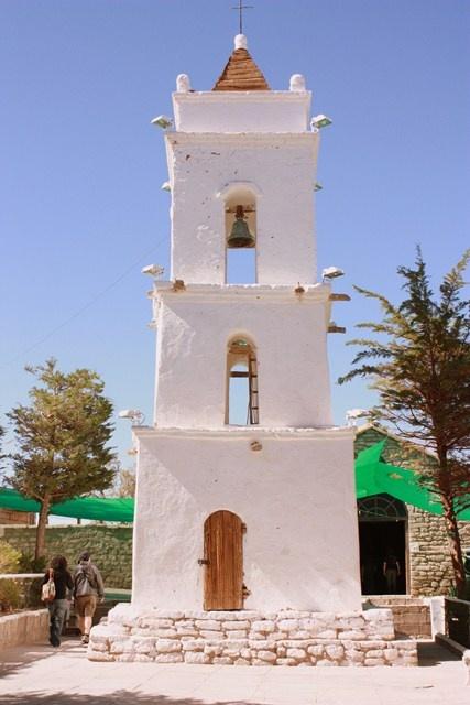 Campanil de Toconao. Construcción típica de adobe. Región de Antofagasta, Chile.