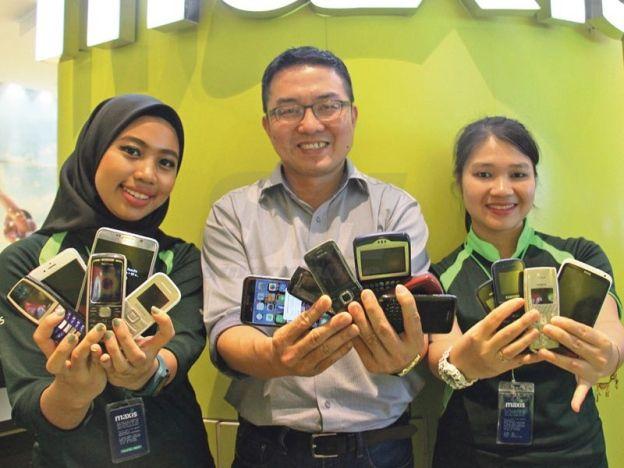 Maxis tawar telefon lama anda untuk iPhone 6s   PENERAJU penyedia perkhidmatan komunikasi bersepadu Malaysia Maxis Bhd (Maxis) menganjurkan program trade in dan trade up bagi memiliki iPhone 6s baharu.  Tukar telefon lama untuk iPhone 6s  Dalam satu kenyataan yang dikeluarkan Maxis berkata sesiapa sahaja layak memiliki telefon iPhone 6s pada harga serendah RM840 atau RM35 sebulan tanpa bayaran pendahuluan dengan Maxis Zerolution.  Ketua Runcit Maxis Tan Cheong Tatt berkata pihaknya mahu…