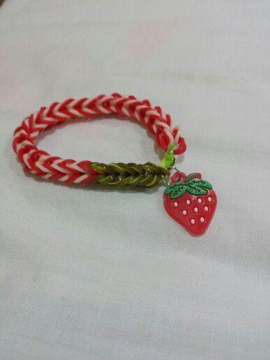Simple strawberry-themed looomband bracelet