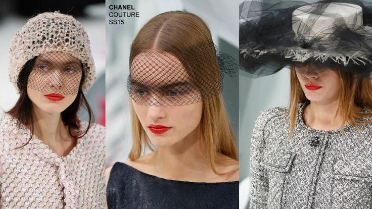 Alla sfilata Chanel Couture SS15, fuoco alle labbra e occhi affumicati sotto velette,beaniee grandi cappelli di paglia avvolti nel tulle.