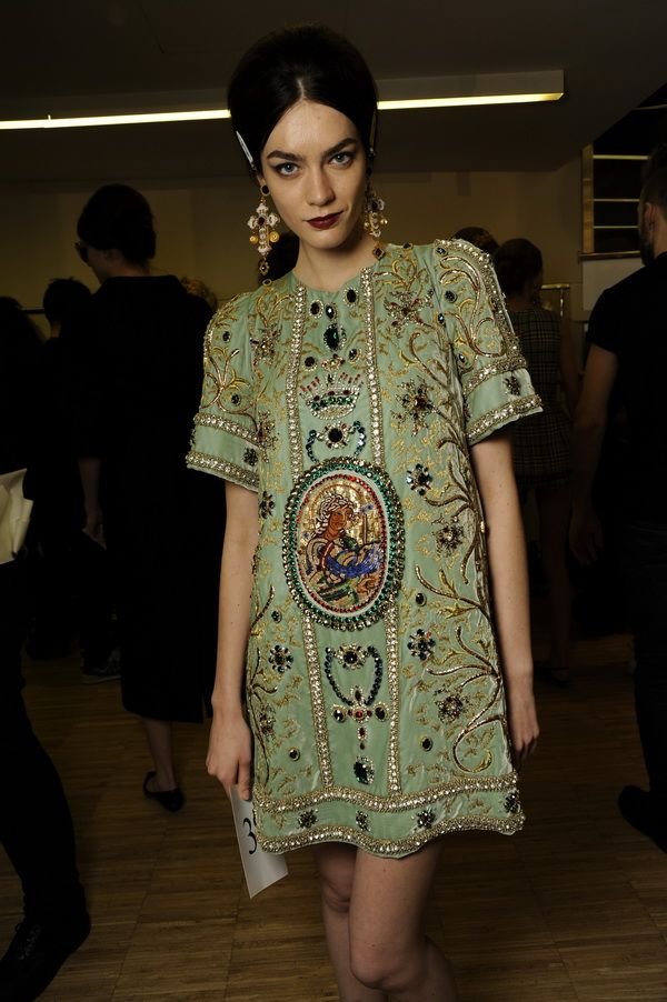 Backstage-at-the-Dolce-Gabbana-2014-Fall-Winter-Womenswear-Collection-Show-Makeup-Tips_29