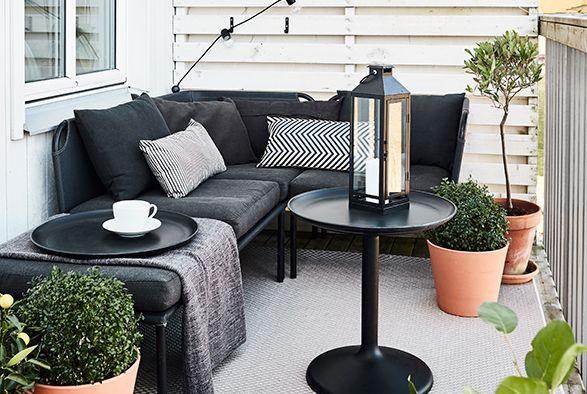 Op deze manier zet je jouw huis goed in de markt | IKEA IKEAnl IKEAnederland inspiratie wooninspiratie interieur wooninterieur balkon tuin bank zithoek zitbank stoel
