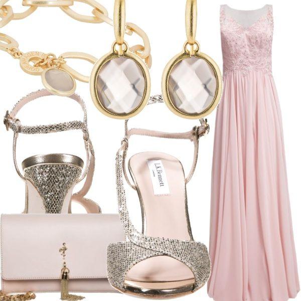 Un bellissimo long dress pale pink perfetto per le carnagioni chiarissime e rosate,  regalerà alla vostra figura un'aria eterea e raffinata. Sandali luccicanti e clutch ton sur ton con l'abito per essere perfette come damigelle d'onore o invitate ad un matrimonio estivo serale.