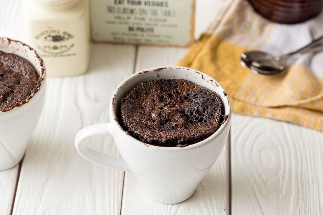 """750g vous propose la recette """"MugCake chocolat"""" notée 4/5 par 929 votants."""